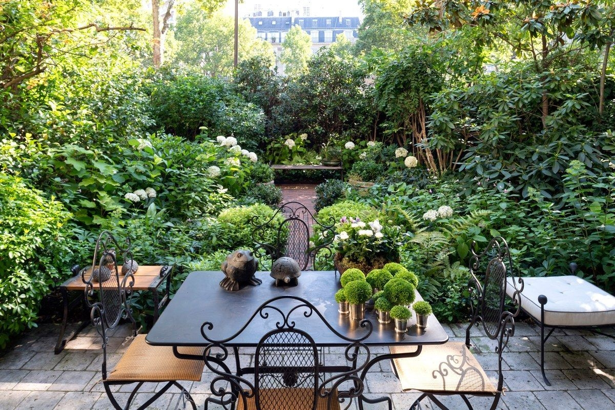 Awesome Small Space Gardening Design Ideas40