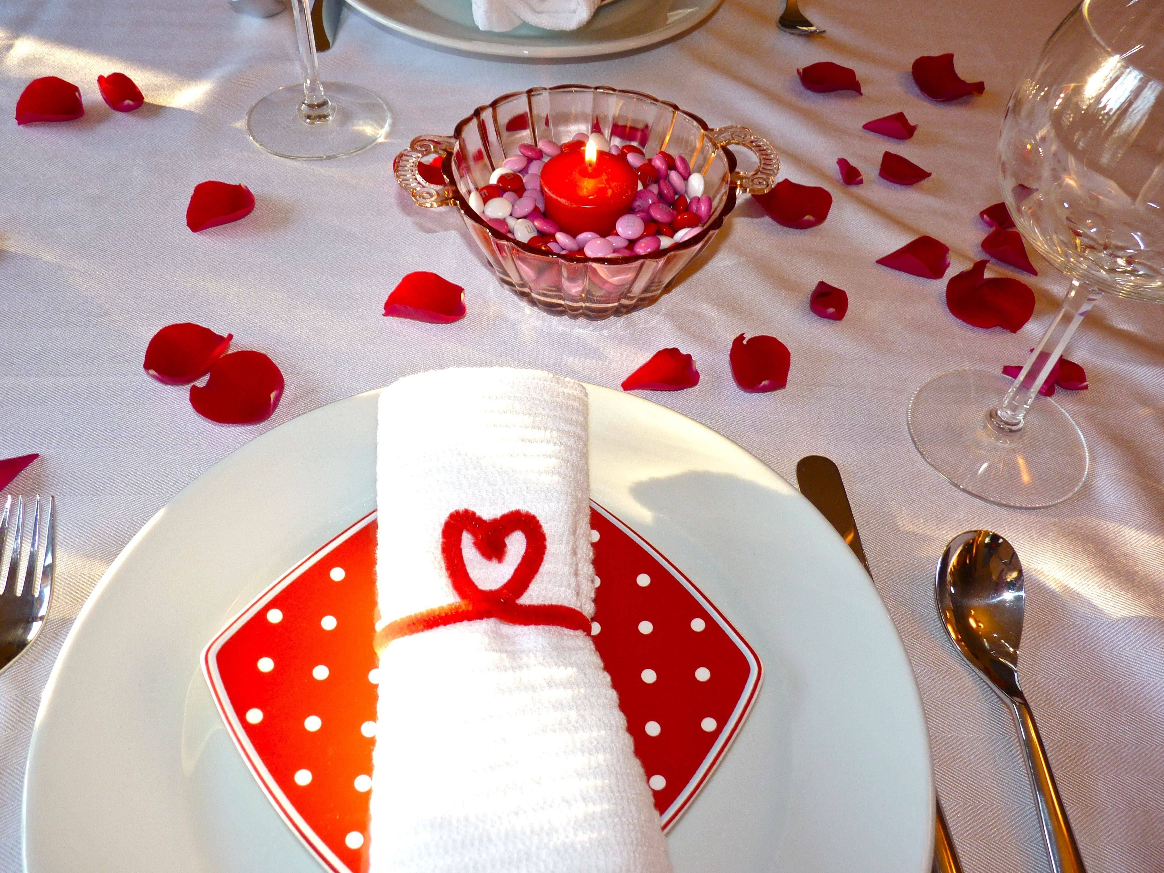 Cheap Valentine Table Decoration Ideas26