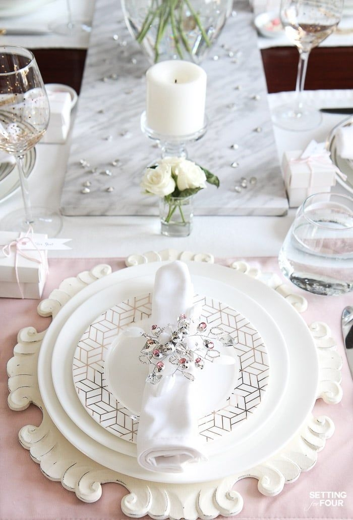 Magnificient Valentines Day Table Decorating Ideas15