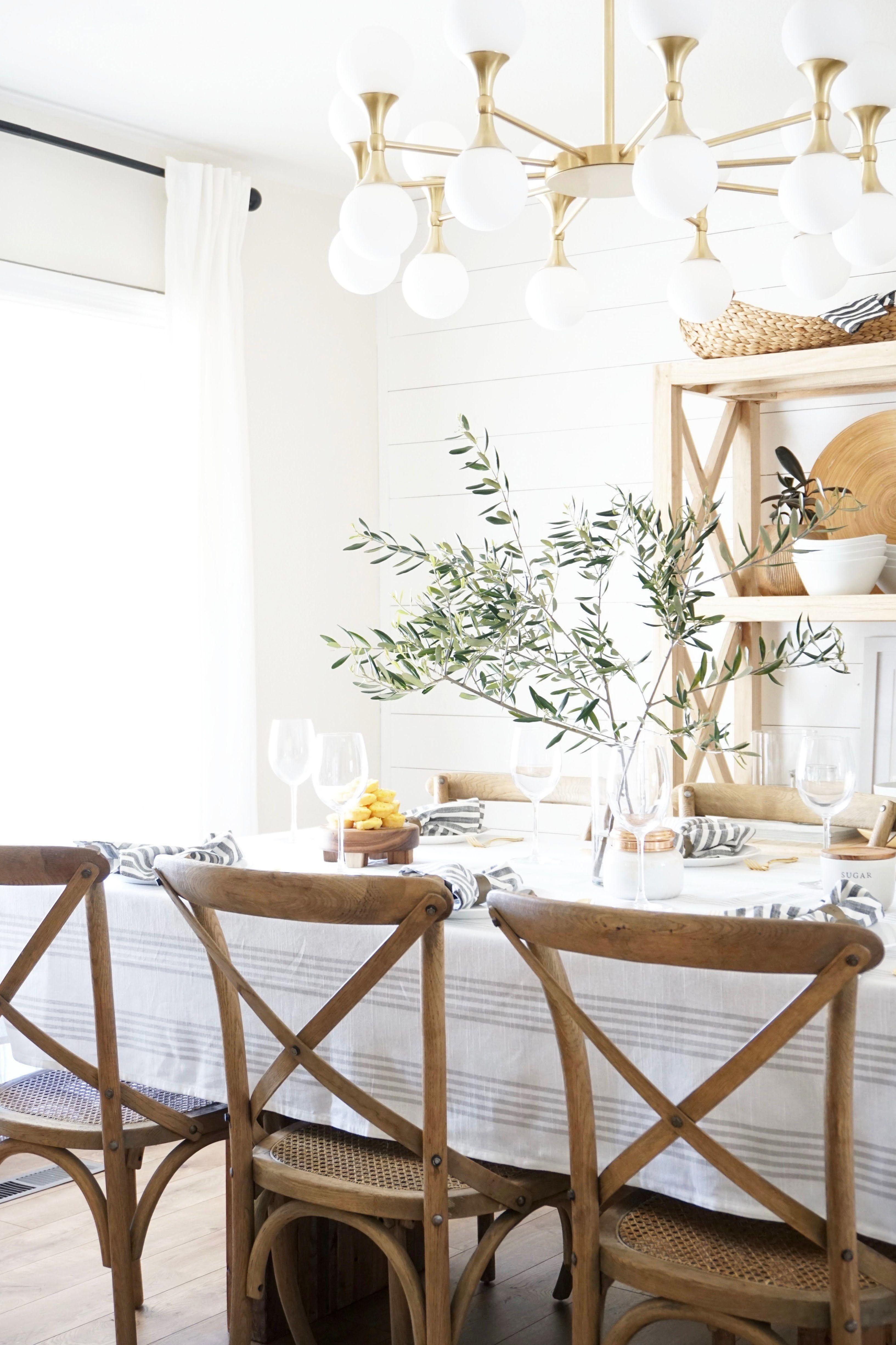 Adorable Farmhouse Dining Room Design Ideas43
