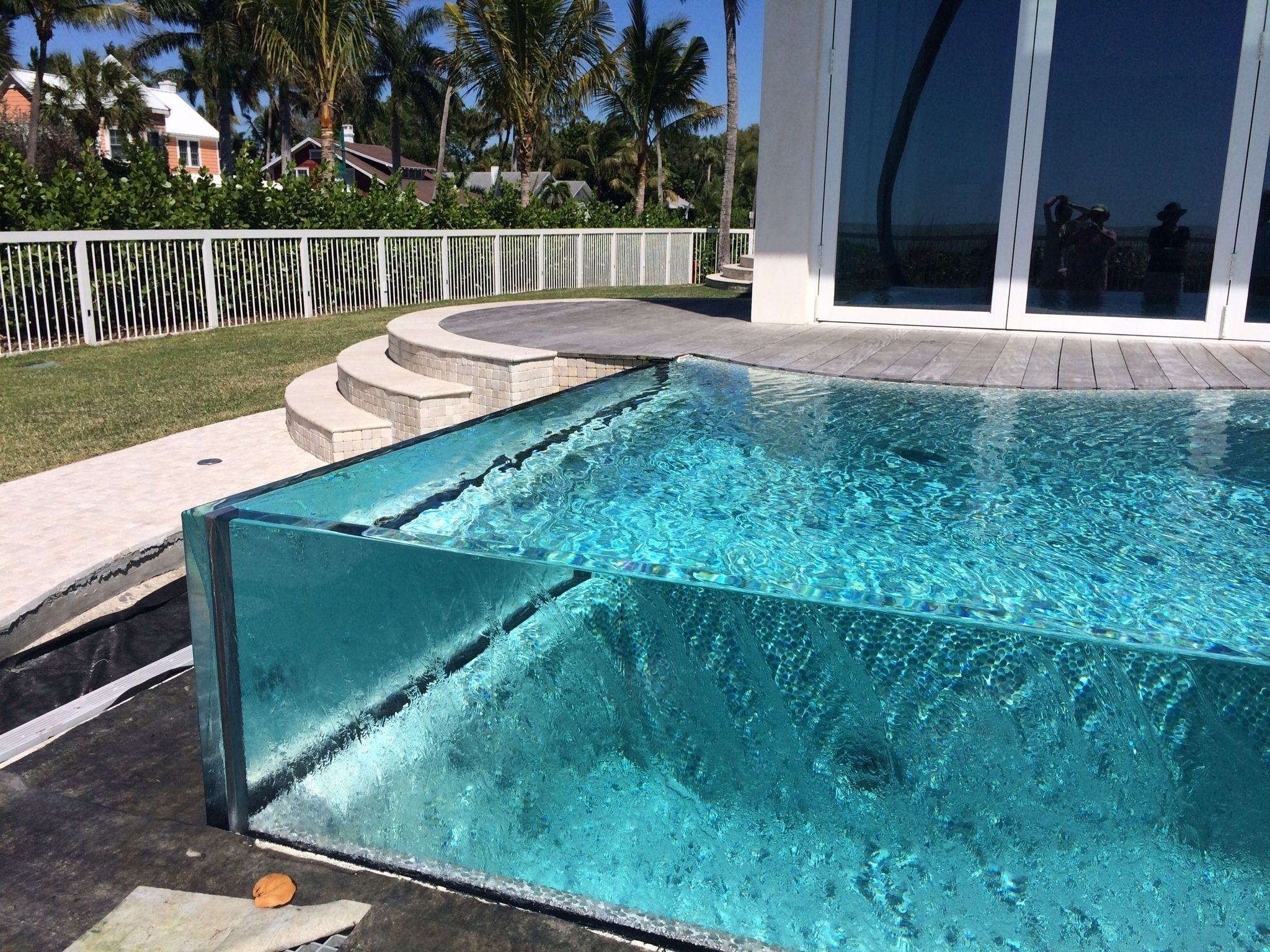 Amazing Glass Pool Design Ideas For Home08