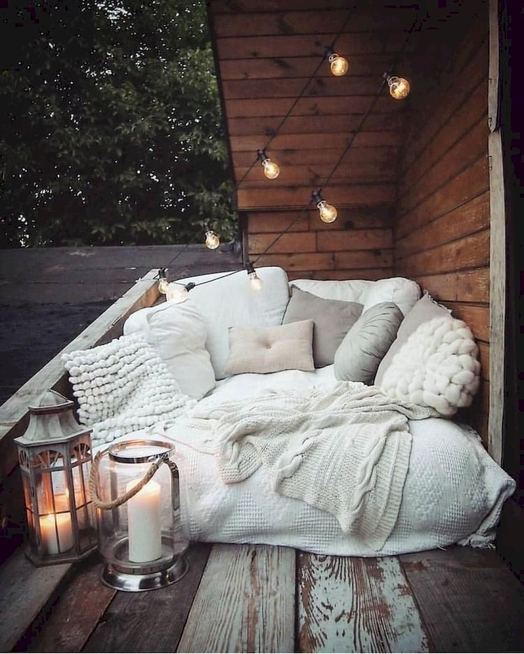 Enchanting Apartment Balcony Decorating Ideas15