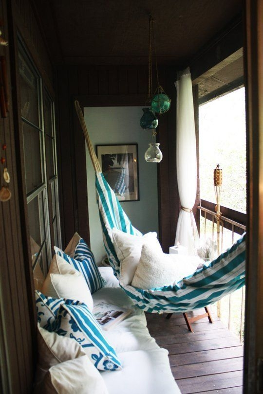 Enchanting Apartment Balcony Decorating Ideas20