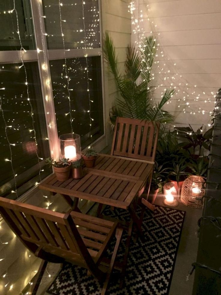 Enchanting Apartment Balcony Decorating Ideas24