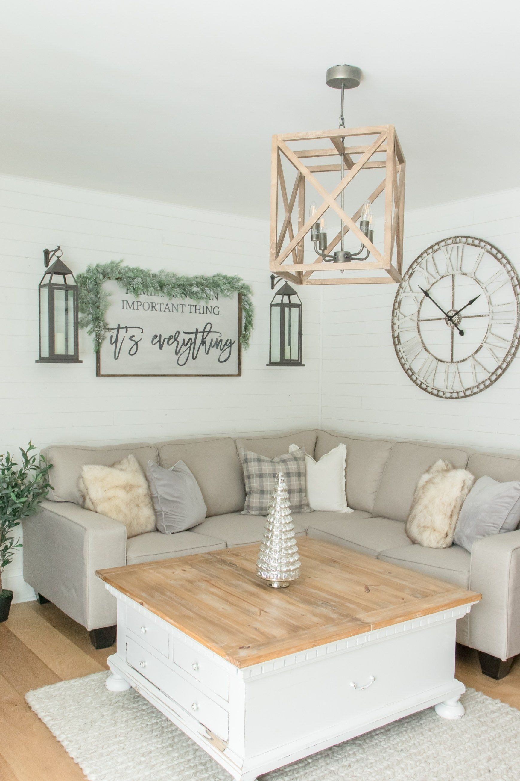 Smart Farmhouse Living Room Design Ideas36
