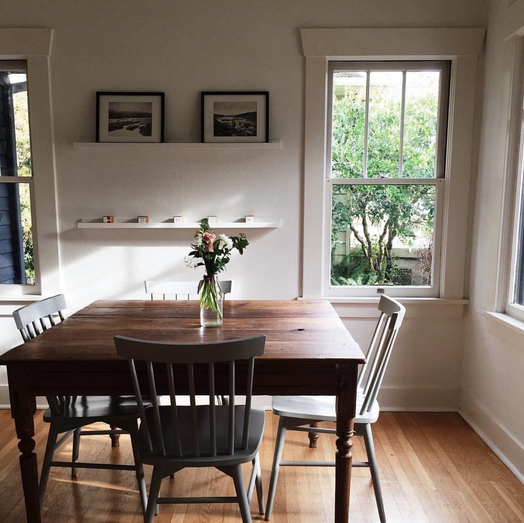 Stunning Small Dining Room Table Ideas36