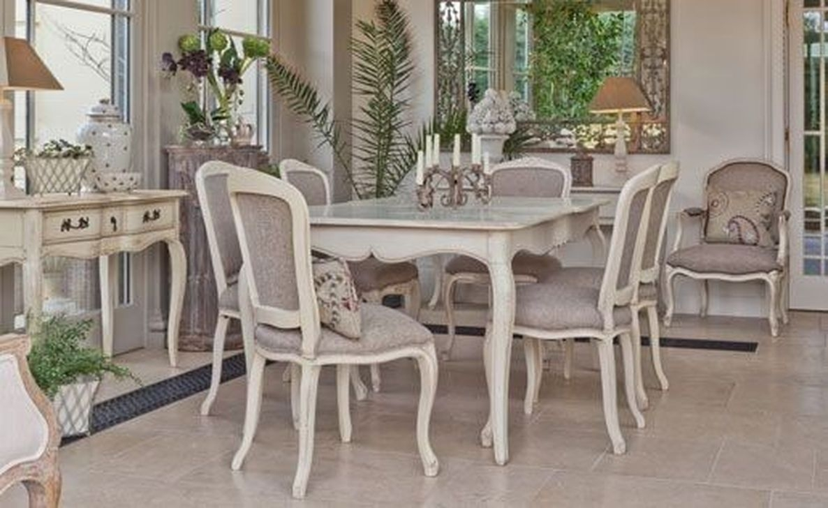 Wonderful French Country Dining Room Table Decor Ideas35