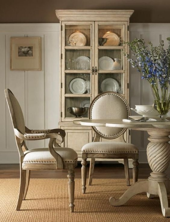 Wonderful French Country Dining Room Table Decor Ideas38
