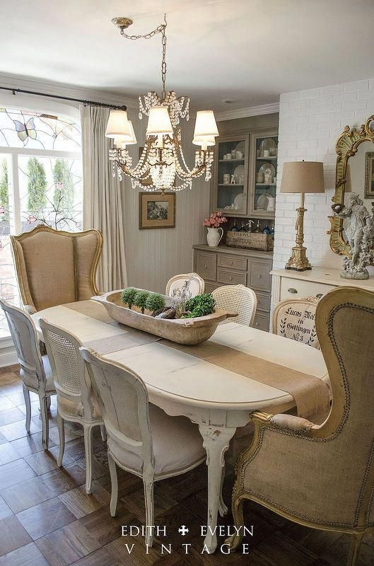 Wonderful French Country Dining Room Table Decor Ideas40