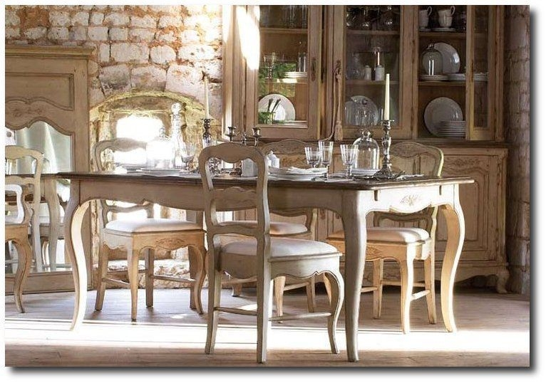 Wonderful French Country Dining Room Table Decor Ideas43