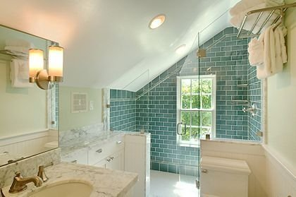 Fascinating Small Attic Bathroom Design Ideas19