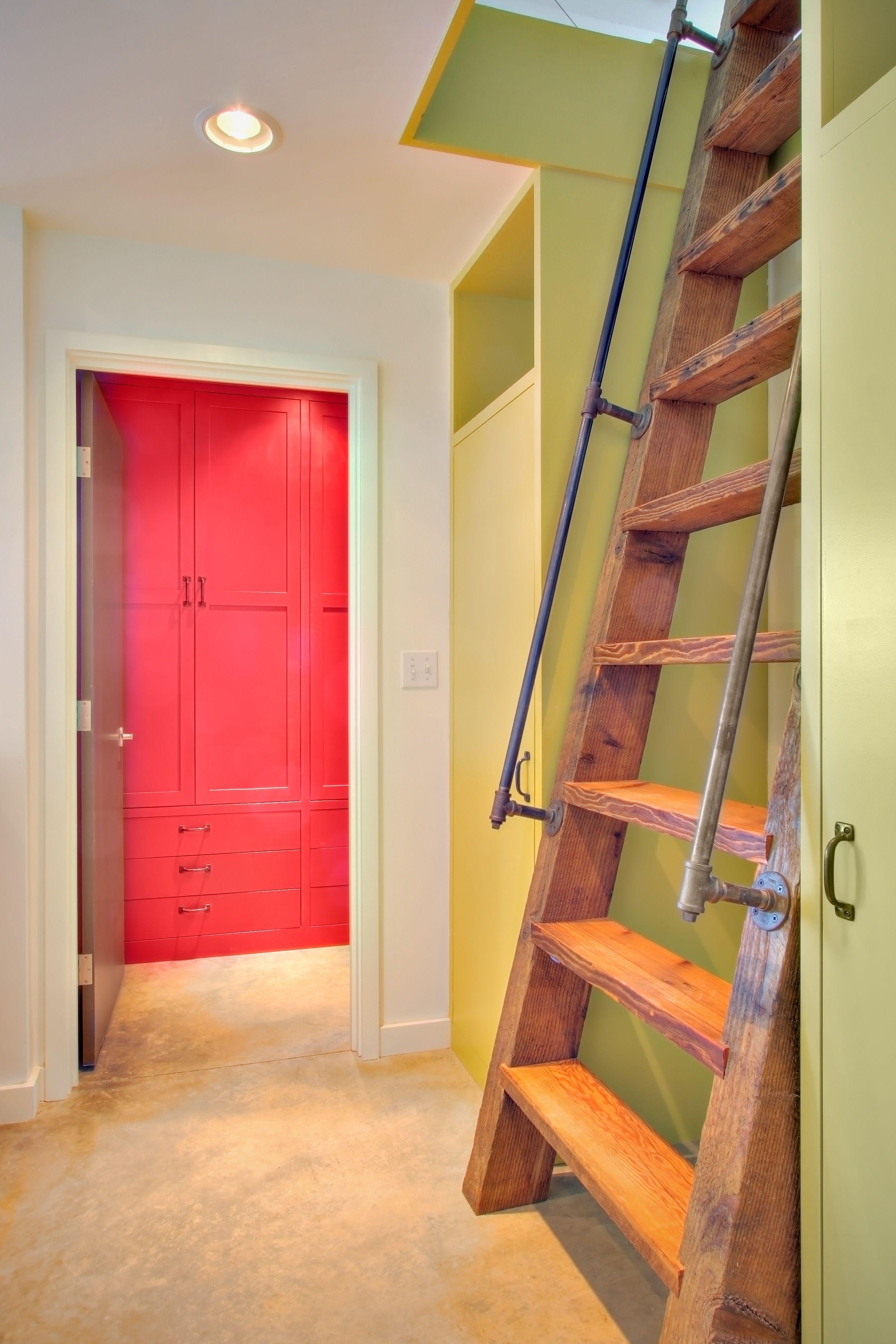 Fascinating Small Attic Bathroom Design Ideas37
