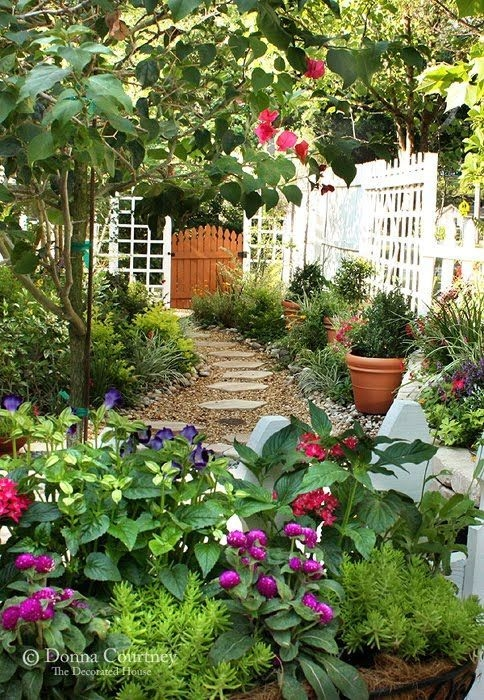 Simple Small Flower Gardens And Plants Ideas37