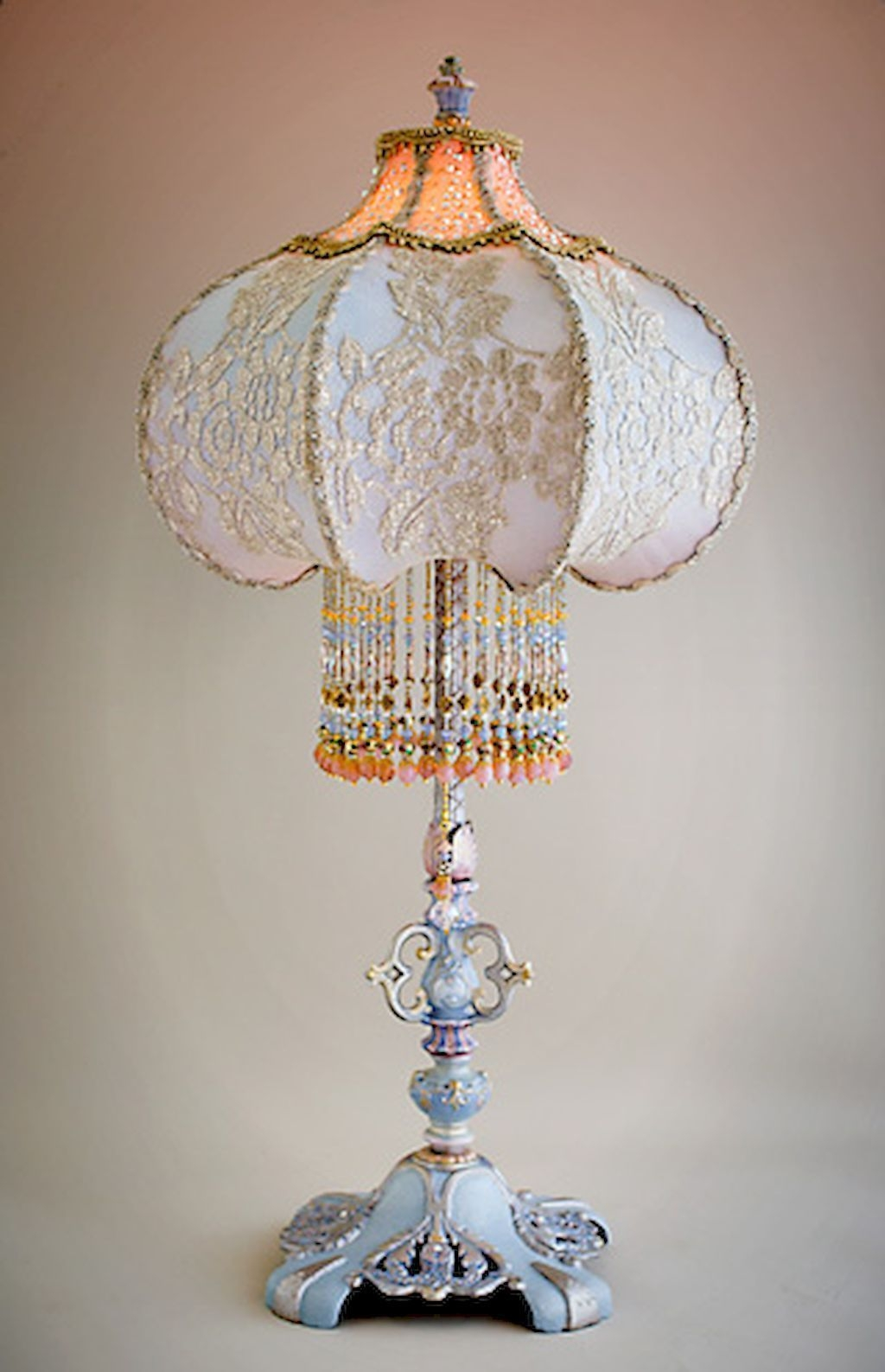Cool Victorian Lamp Shades Ideas For Bedroom27