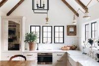Popular Farmhouse Kitchen Art Ideas To Scale Up Your Kitchen39