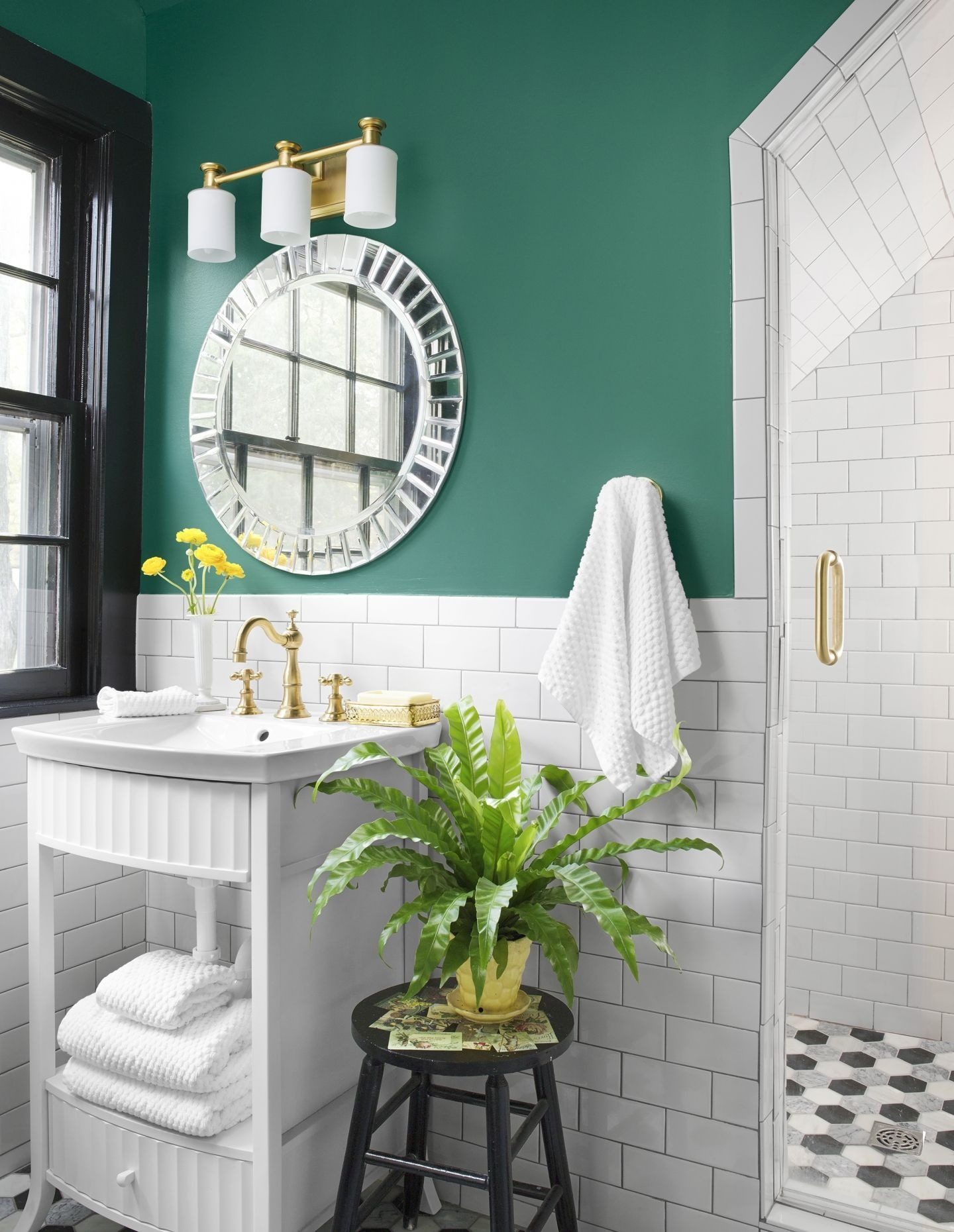 Wonderful Yellow And White Bathroom Ideas42