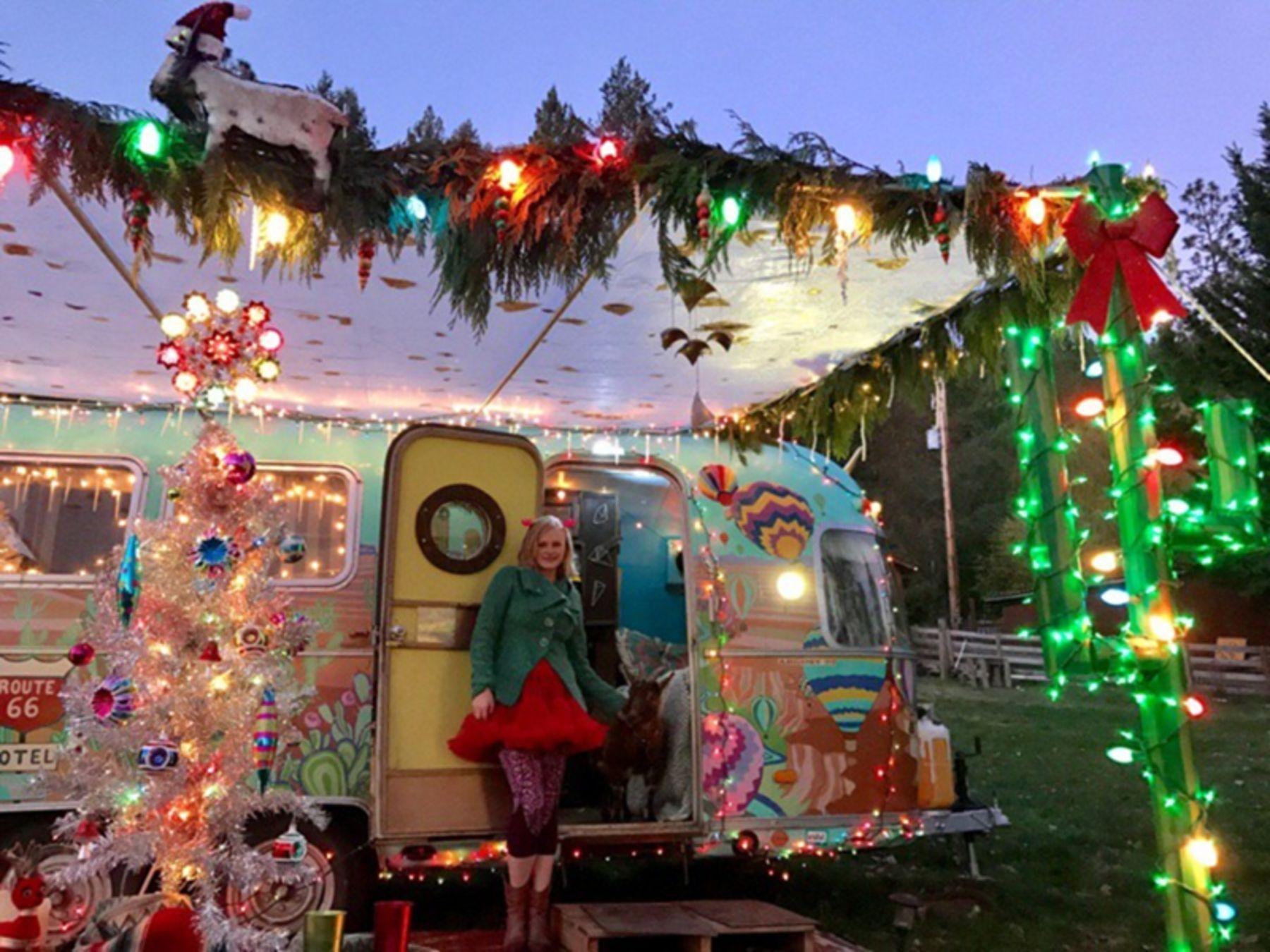 Splendid Christmas Rv Decorations Ideas For Valuable Moment45