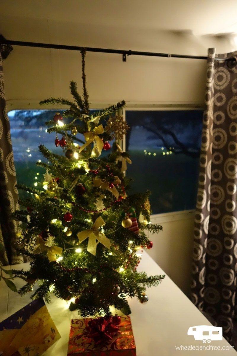 Splendid Christmas Rv Decorations Ideas For Valuable Moment46