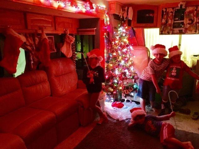 Splendid Christmas Rv Decorations Ideas For Valuable Moment47