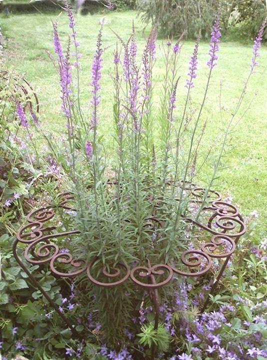 Inspiring Outdoor Metal Design Ideas For Garden Art You Must Try03