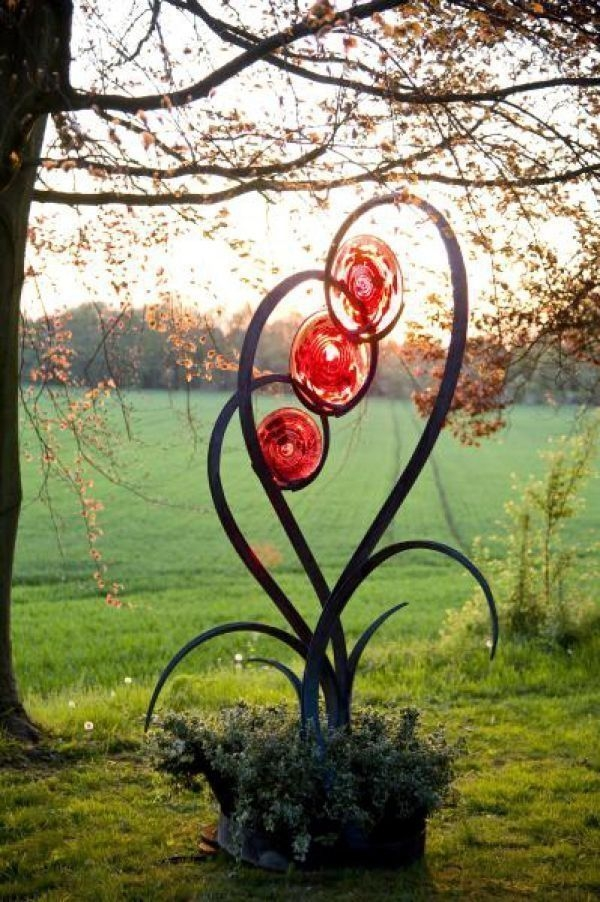 Inspiring Outdoor Metal Design Ideas For Garden Art You Must Try07