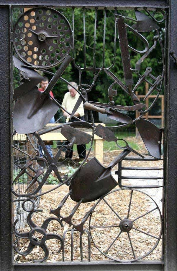 Inspiring Outdoor Metal Design Ideas For Garden Art You Must Try16
