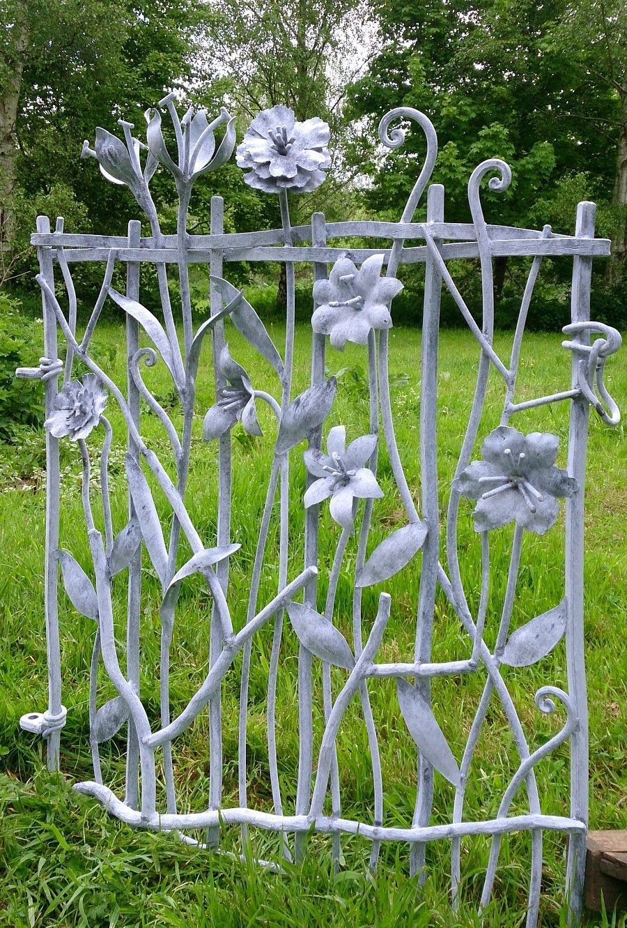 Inspiring Outdoor Metal Design Ideas For Garden Art You Must Try27