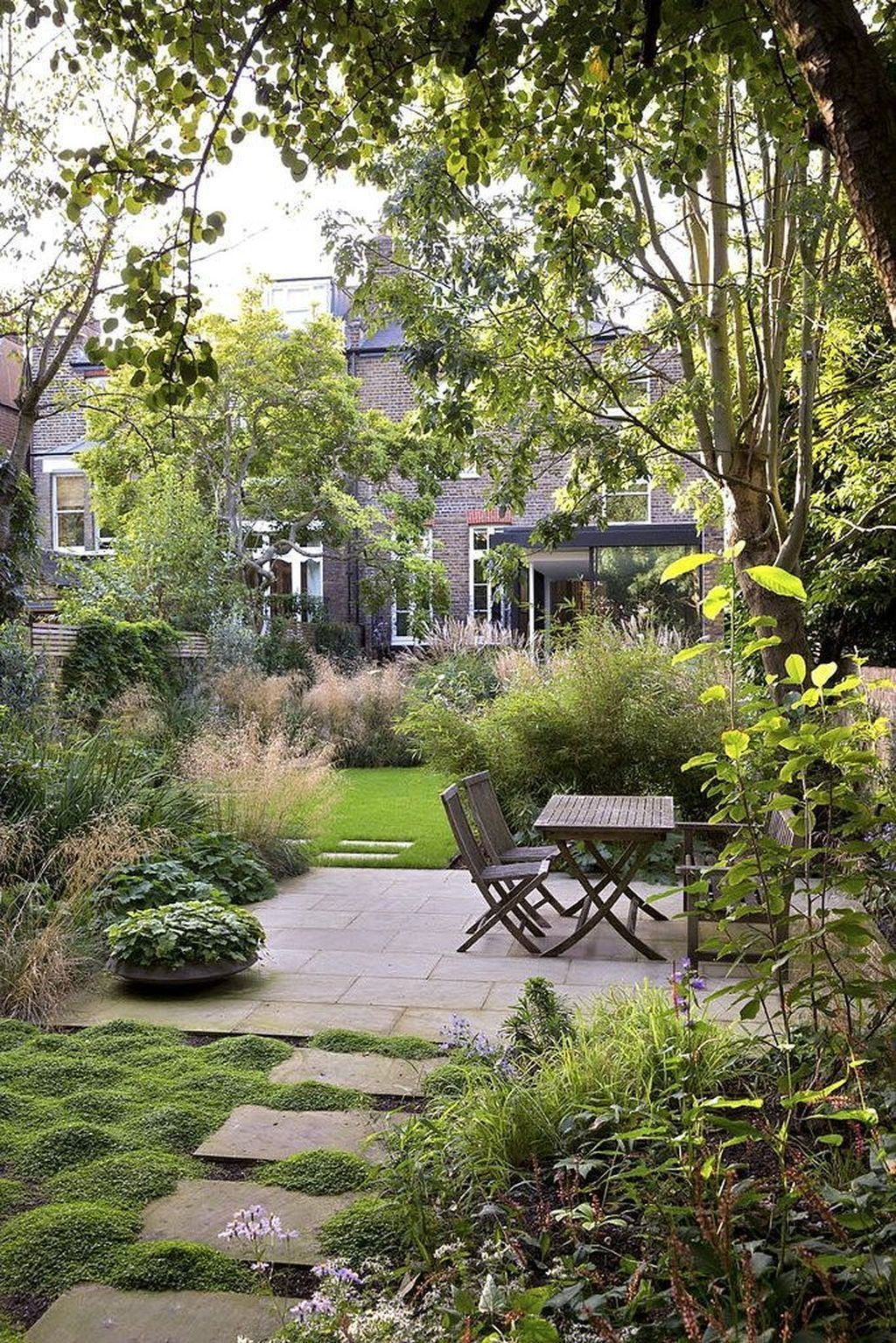 Modern Small Garden Design Ideas That Is Still Beautiful To See31