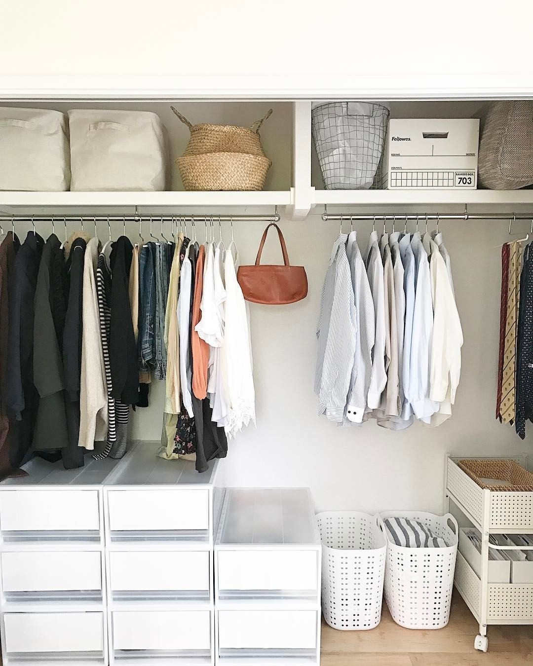 Best Minimalist Walk Closets Design Ideas For You22