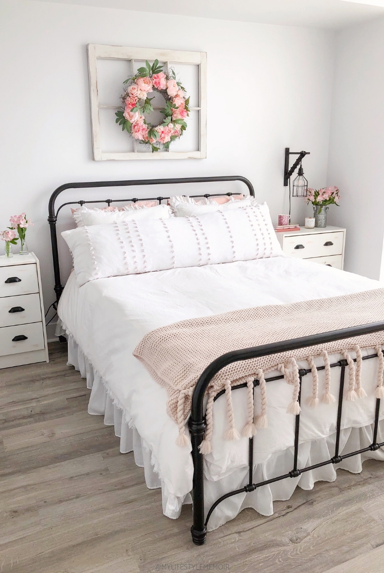 Magnificient Farmhouse Bedroom Decor Ideas To Try Now13