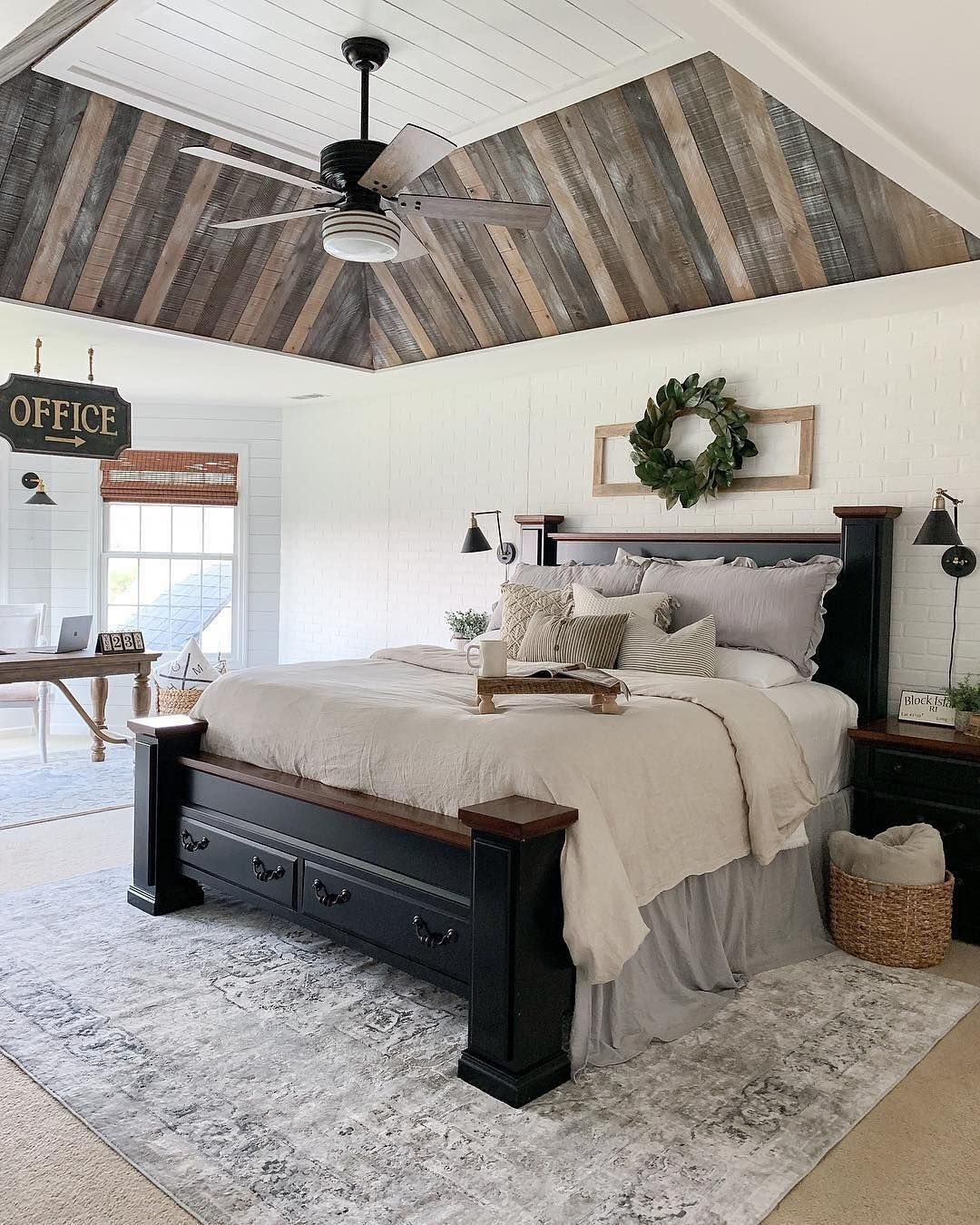 Magnificient Farmhouse Bedroom Decor Ideas To Try Now21