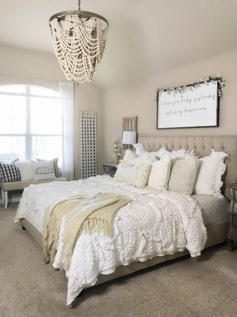 Magnificient Farmhouse Bedroom Decor Ideas To Try Now22