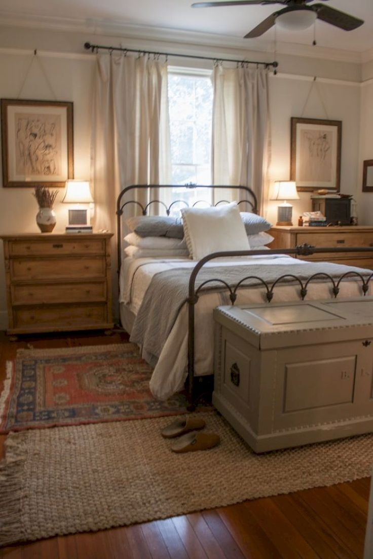 Magnificient Farmhouse Bedroom Decor Ideas To Try Now40