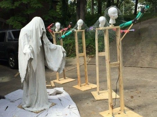 Stylish Outdoor Halloween Decorations Ideas That Everyone Will Be Admired Of05