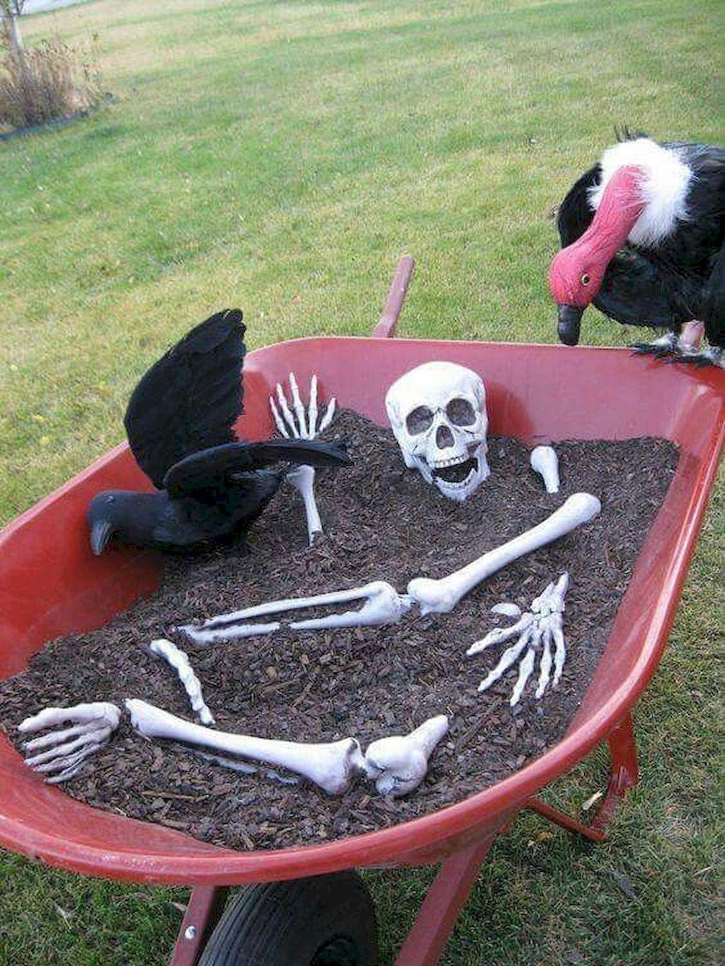Stylish Outdoor Halloween Decorations Ideas That Everyone Will Be Admired Of16