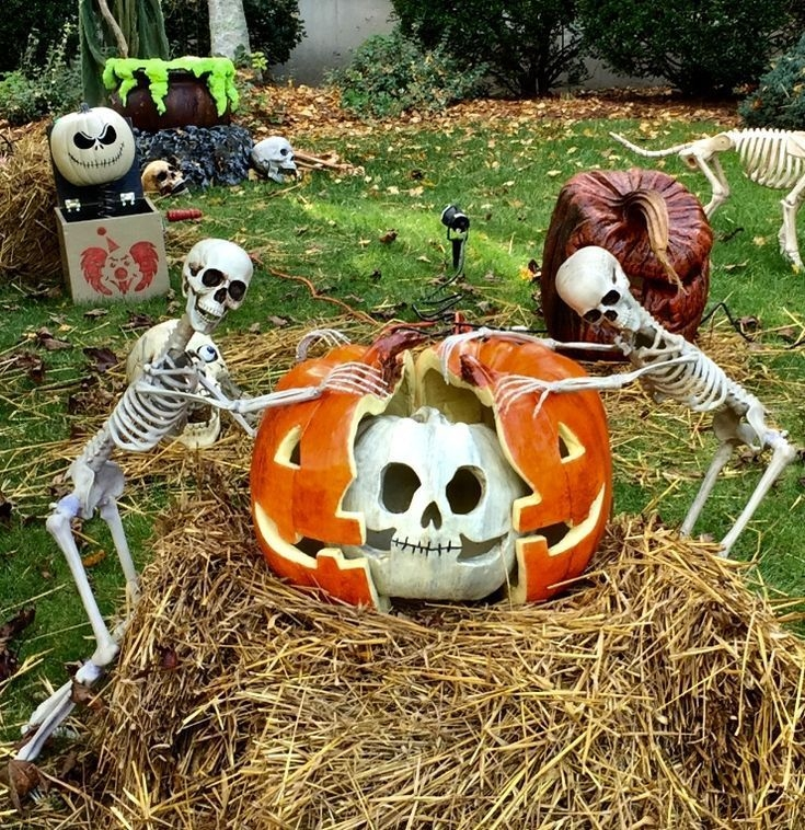 Stylish Outdoor Halloween Decorations Ideas That Everyone Will Be Admired Of21