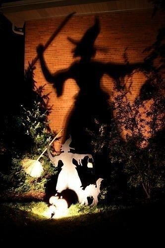 Stylish Outdoor Halloween Decorations Ideas That Everyone Will Be Admired Of24